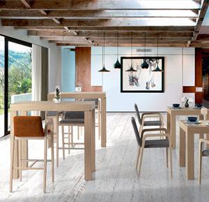 Mesa Chia, sillón y taburete Violeta