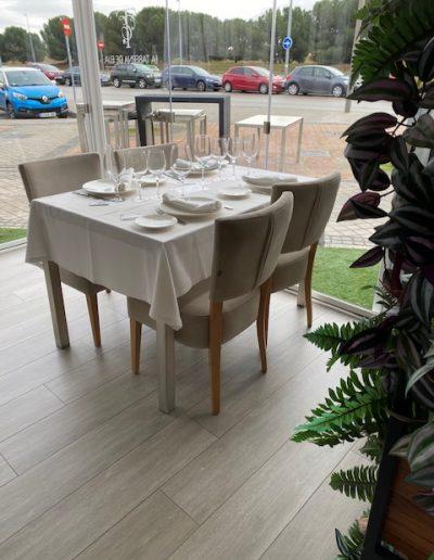 Mesa y sillas Rincón La Taberna de Elia